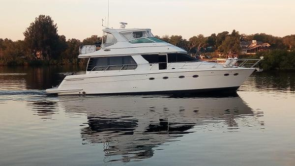 Carver 530 Voyager Pilothouse Profile