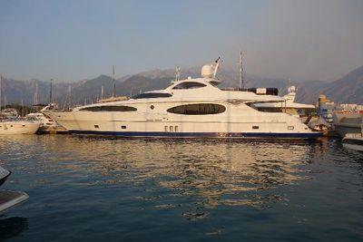Majesty Yachts 118