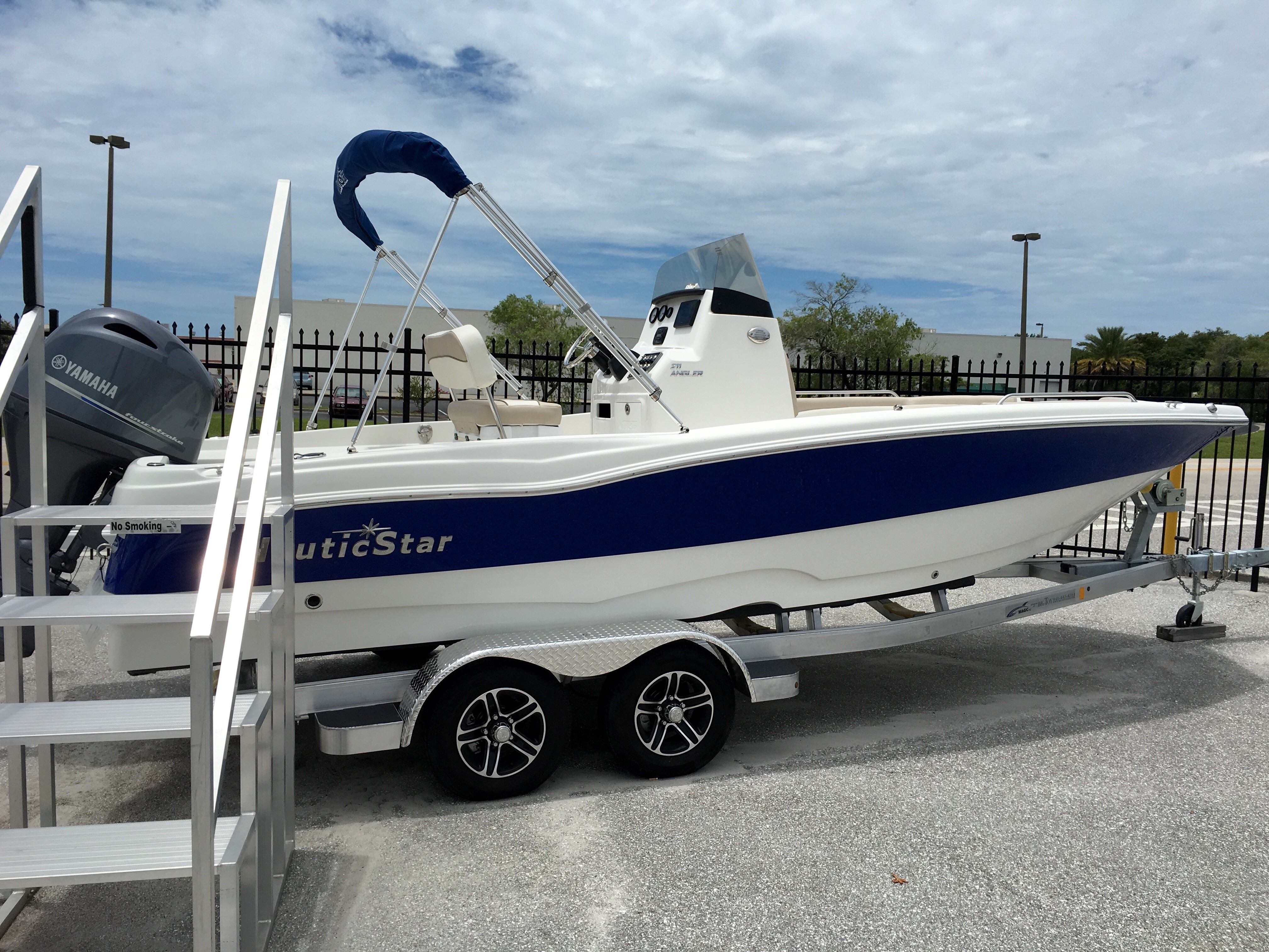 NauticStar Angler 211