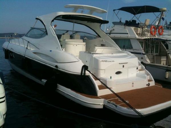 Cruisers Yachts 58'