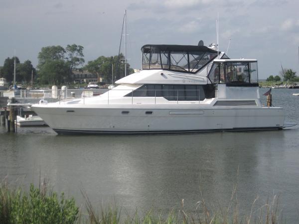 Bayliner 4587 Cockpit Motoryacht Profile