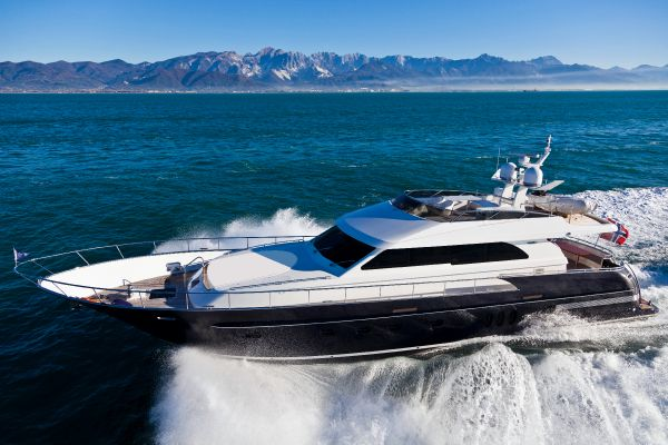 Wim van der Valk 23m Flybridge underway
