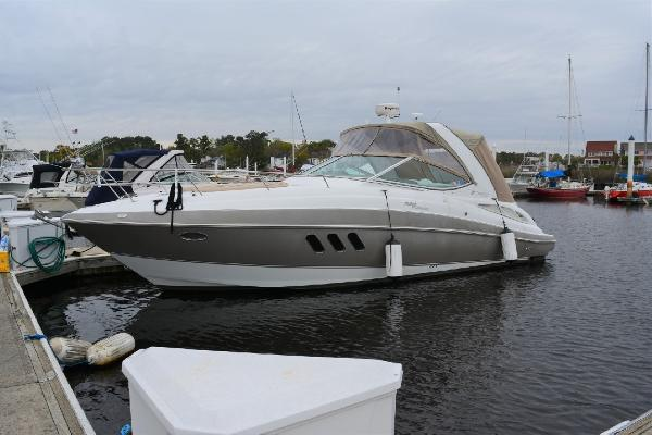Cruisers Yachts 330 Express Profile