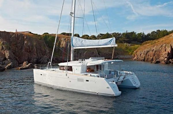 Lagoon 450 Profile Sistership