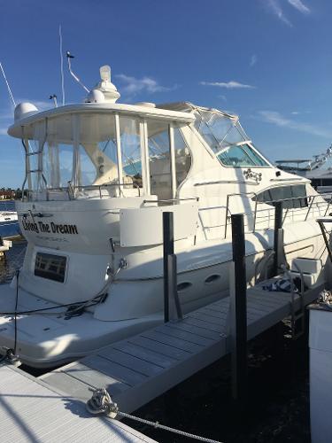 Cruisers Yachts Motor yacht