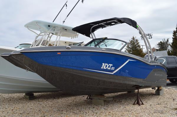 Mastercraft NXT20 OUTBOARD
