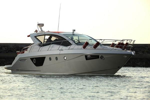 Cranchi M44 HT power boat
