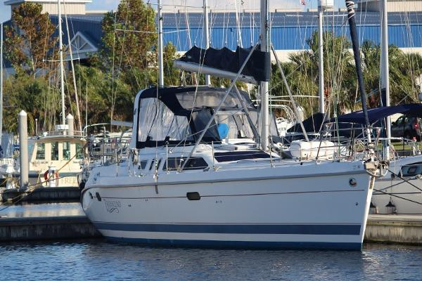 Hunter 450 Passage Starboard side profile