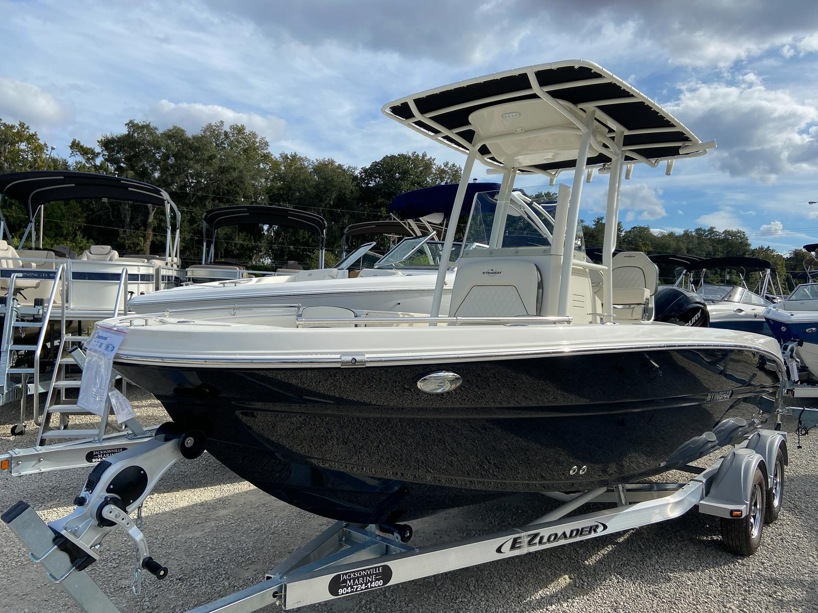Stingray 216 Center Console Deckboat