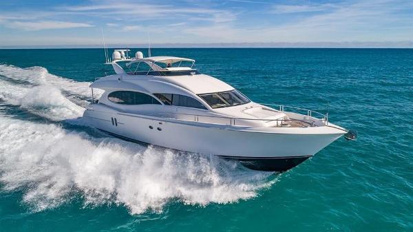 Lazzara Yachts Flybridge Motoryacht
