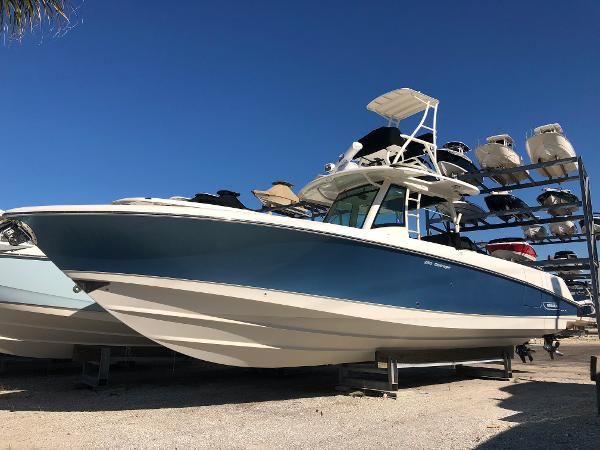 Boston Whaler 350 Outrage