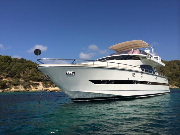 Horizon Elegance 65 At anchor