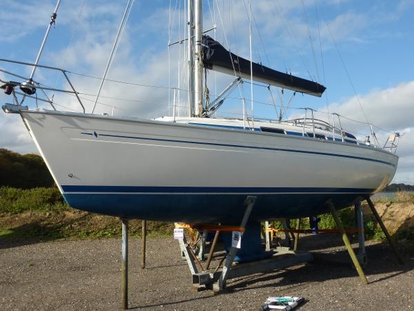 Bavaria 37 Bavaria 37 shoal draft fin keel yacht