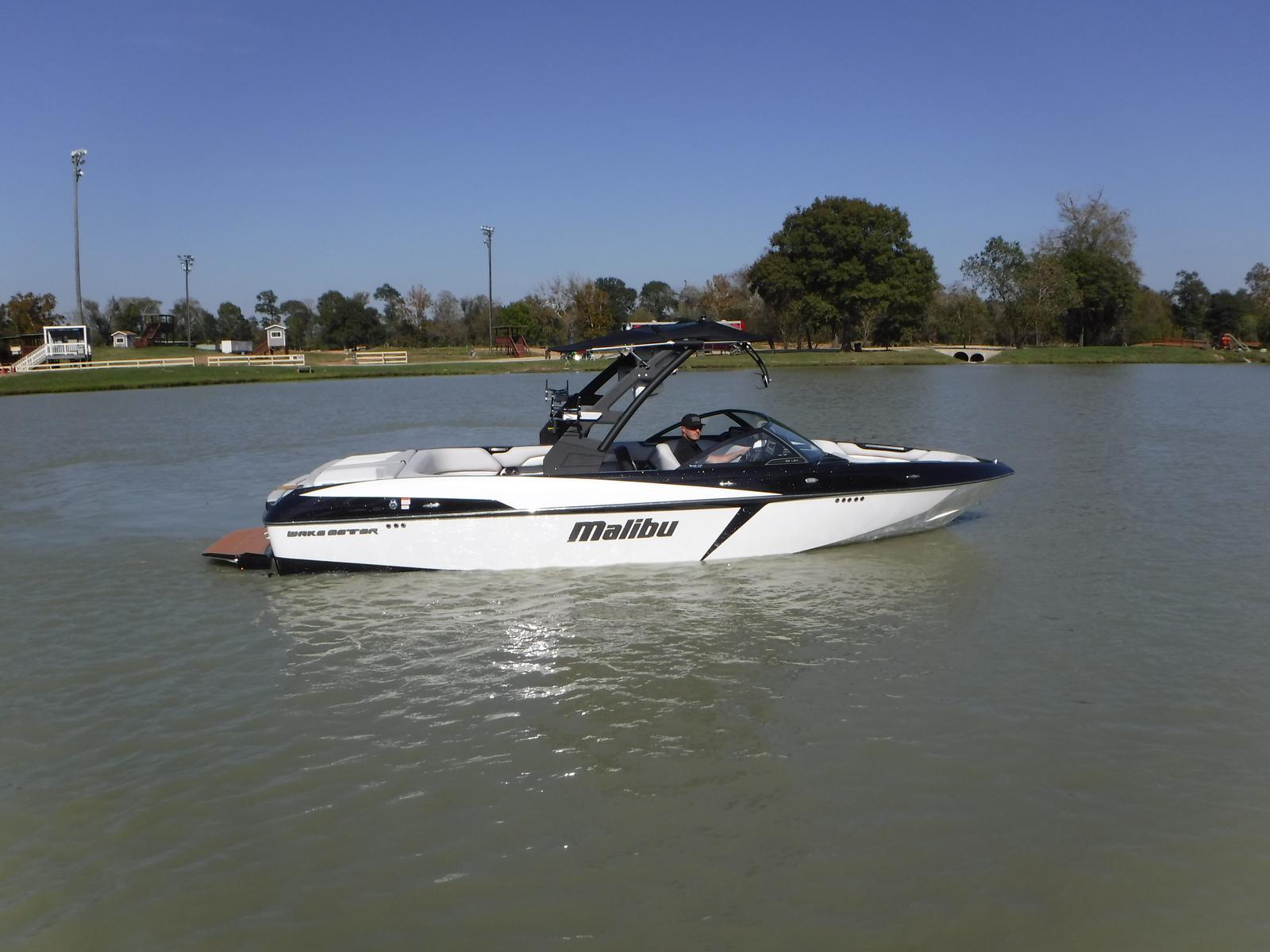 Malibu Boats LLC 25 LSV