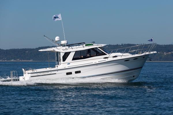 Cutwater 30 Sedan