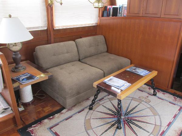 Salon - Aft Starboard