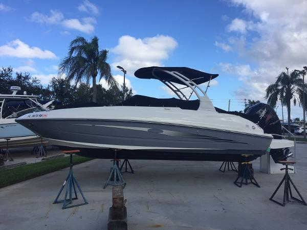 Sea Ray SDX 240 Outboard