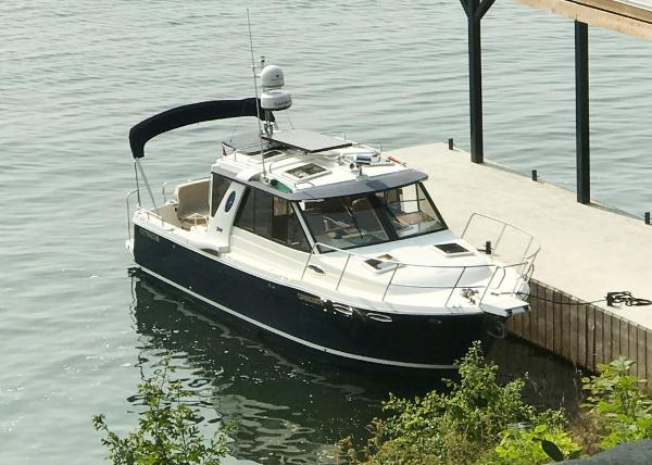 Cutwater 28 Luxury Edition HT Cruiser At Dock