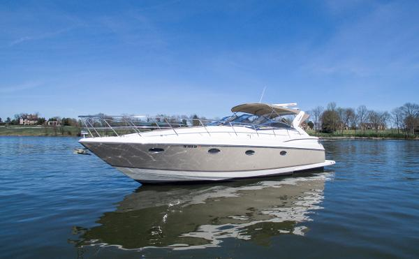 Regal 3860 Commodore Port bow profile