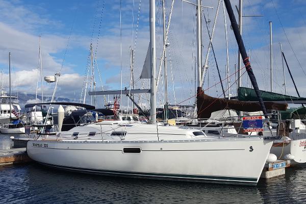 Beneteau Oceanis 321 In the slip