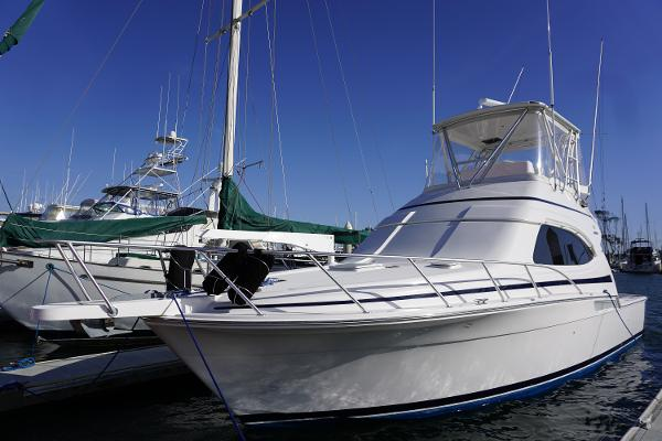 Bertram 390 Convertible Port profile