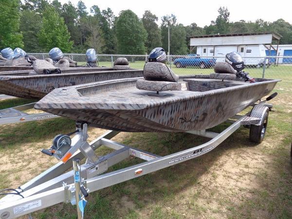 Xpress Boats HD16DB