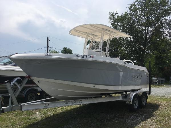 Robalo R202 Explorer Starboard Bow