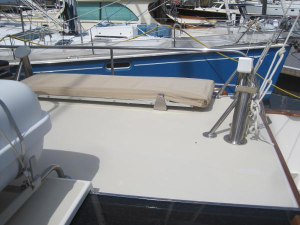 Aft deck with chocks for up to 10' dinghy