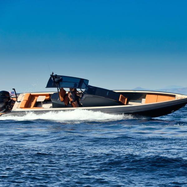 Technohull OMEGA 45 outboard