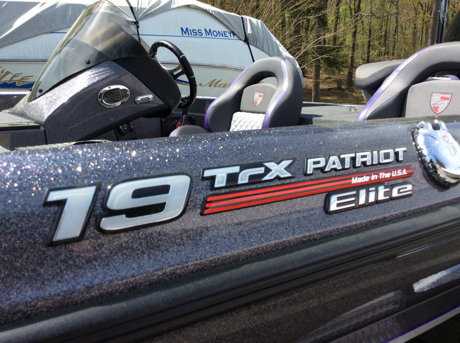 Triton 19 TrX Patriot w/225L Pro XS