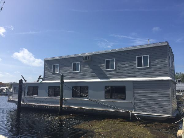 Sunstar Houseboats Custom Many possiblities