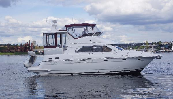 Cruisers 3750 Motoryacht