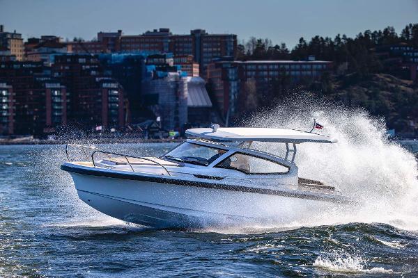 Nimbus Weekender 9 Grosvenor Yachts - Nimbus Weekender 9 for sale in London and the United Kingdom