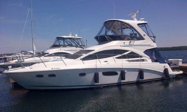 Sea Ray 450 Sedan Bridge dockside