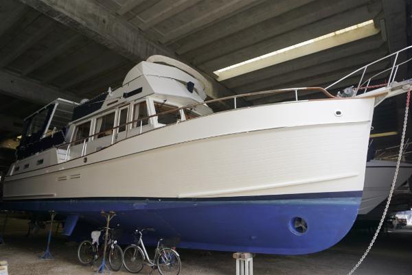 American Marine GRAND BANKS 46 Motoryacht Hardtop _DSC9042