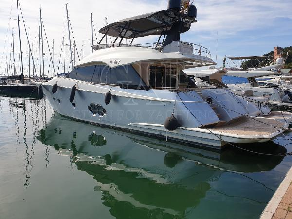 Monte Carlo Yachts MCY 65 MCY 65, aft profile