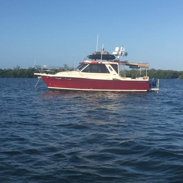 Cutwater C-28 Port Side afloat