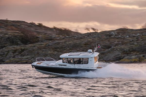 Nimbus Commuter 9 Grosvenor Yachts - Nimbus Commuter 9 for sale in London and the United Kingdom
