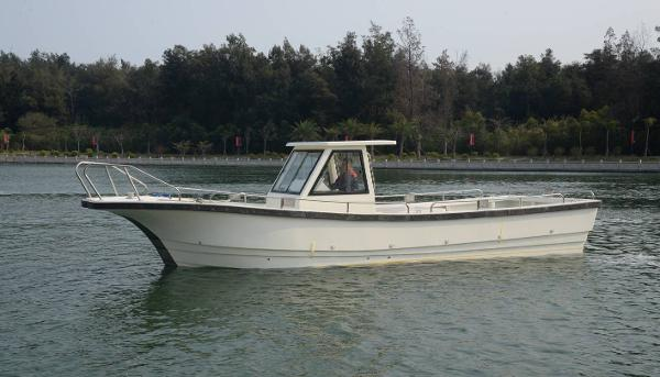 New Cruiser Yachts 9M fishing boat diesel inboard