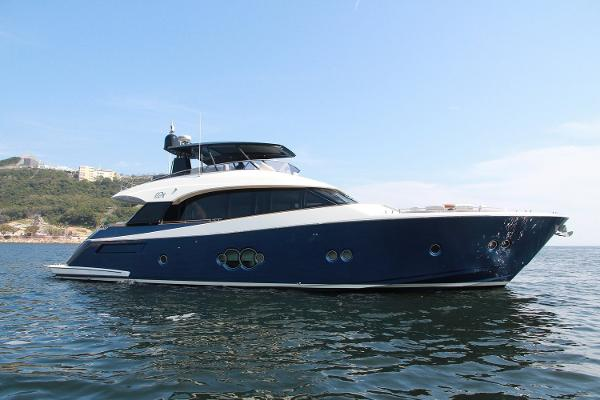 Monte Carlo Yachts MCY 76 MYC 76 Profile