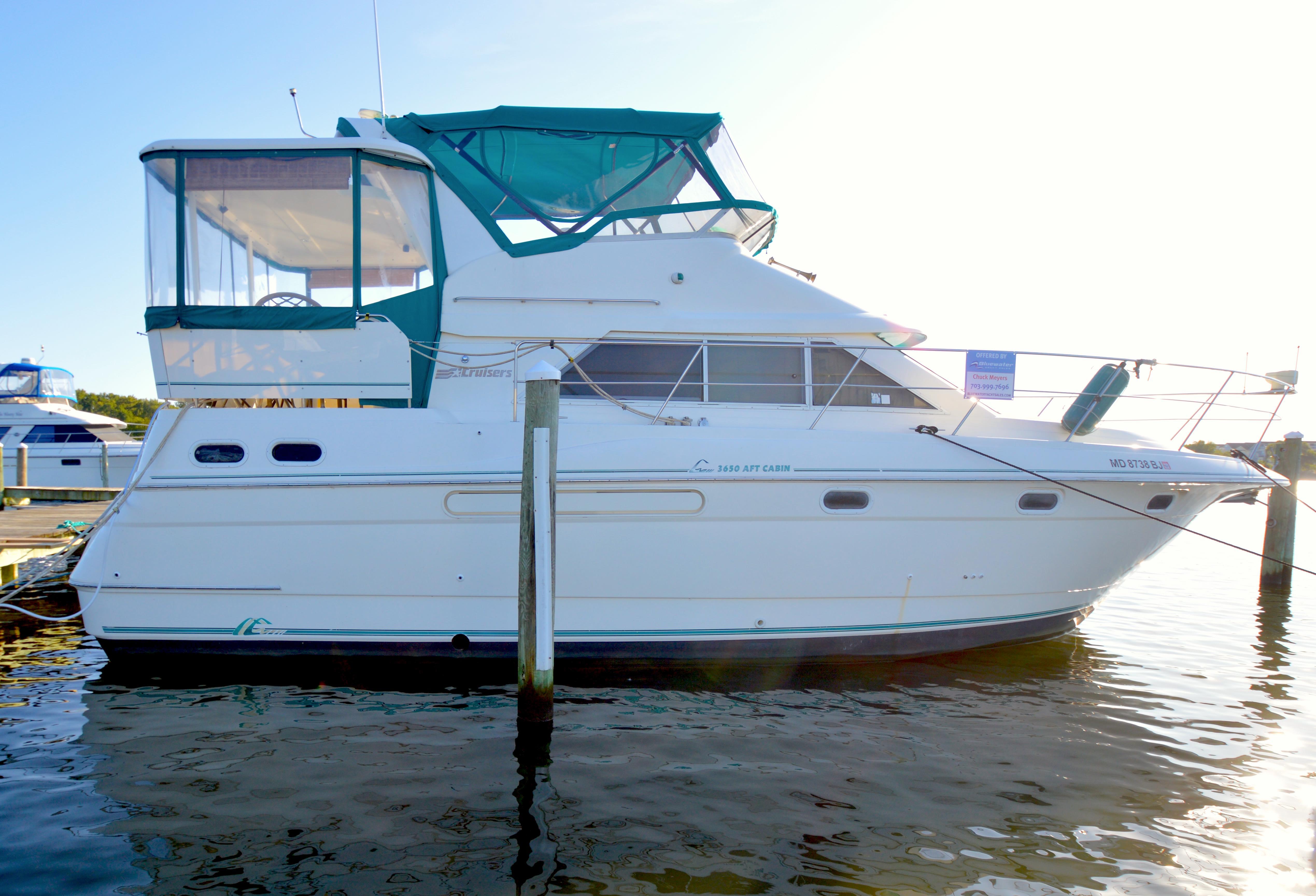Cruisers Yachts 3650 Motoryacht