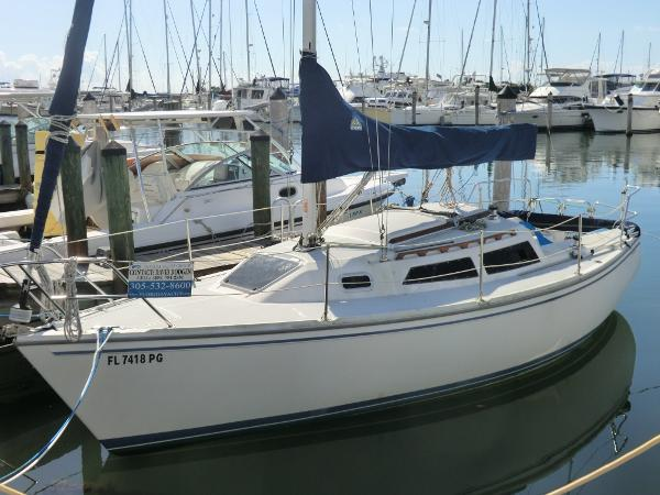 Catalina Capri 26 Port side