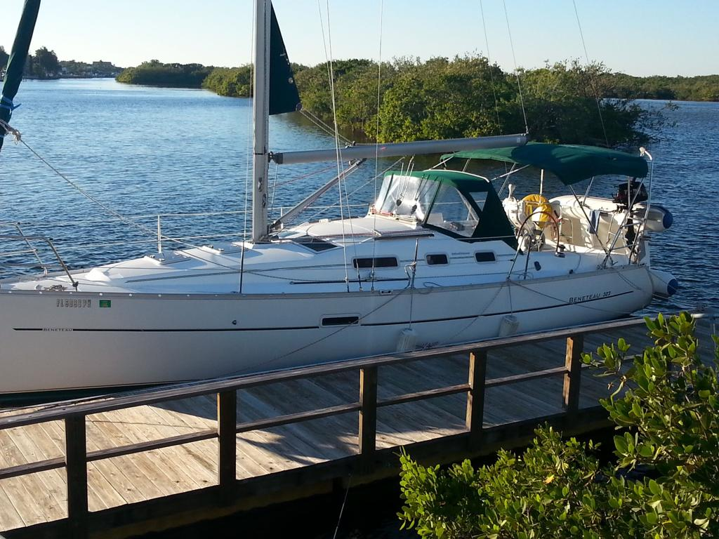 Beneteau 323 At The Dock