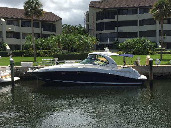 Sea Ray 390 Sundancer Port side 1