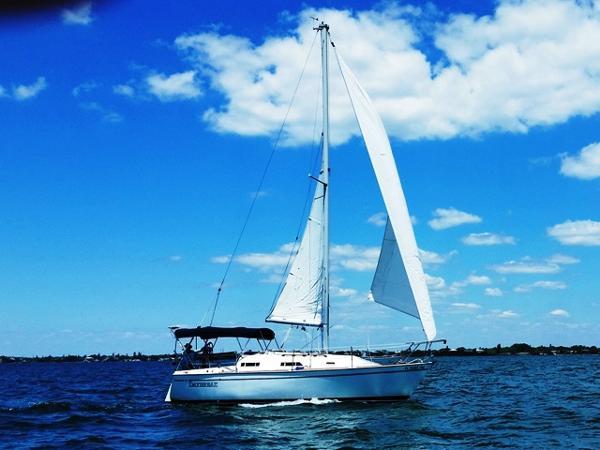 Pearson 27 Daybreak Sailing