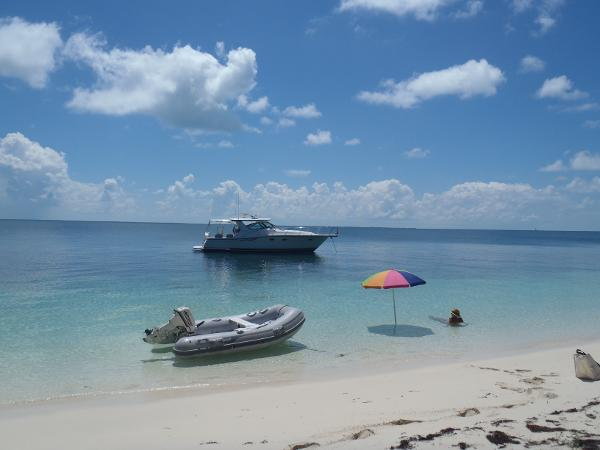 Tiara 3800 Open Anchored off Umbrella Cay