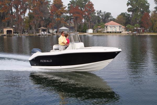 Robalo R180 Center Console 2017 Manufacturer Provided Image