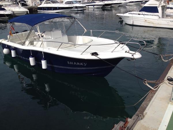 White Shark 285 Moored up
