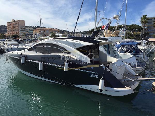 Marquis 420 Sport Coupe marquis yachts 420 sport coupé