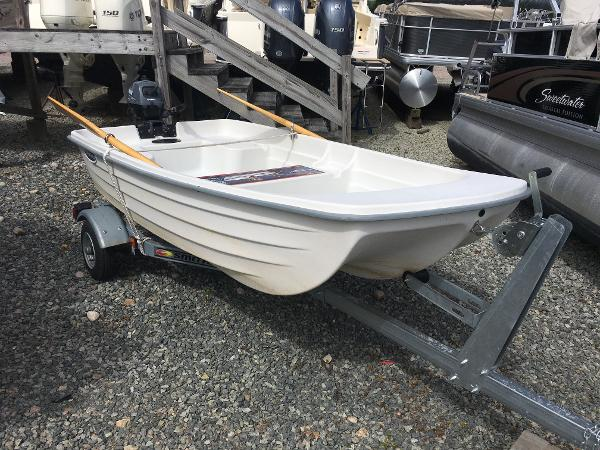 West Marine Water Tender - 9' Used Dinghy For Sale Like New Trade In Four Stroke Yamaha F2.5